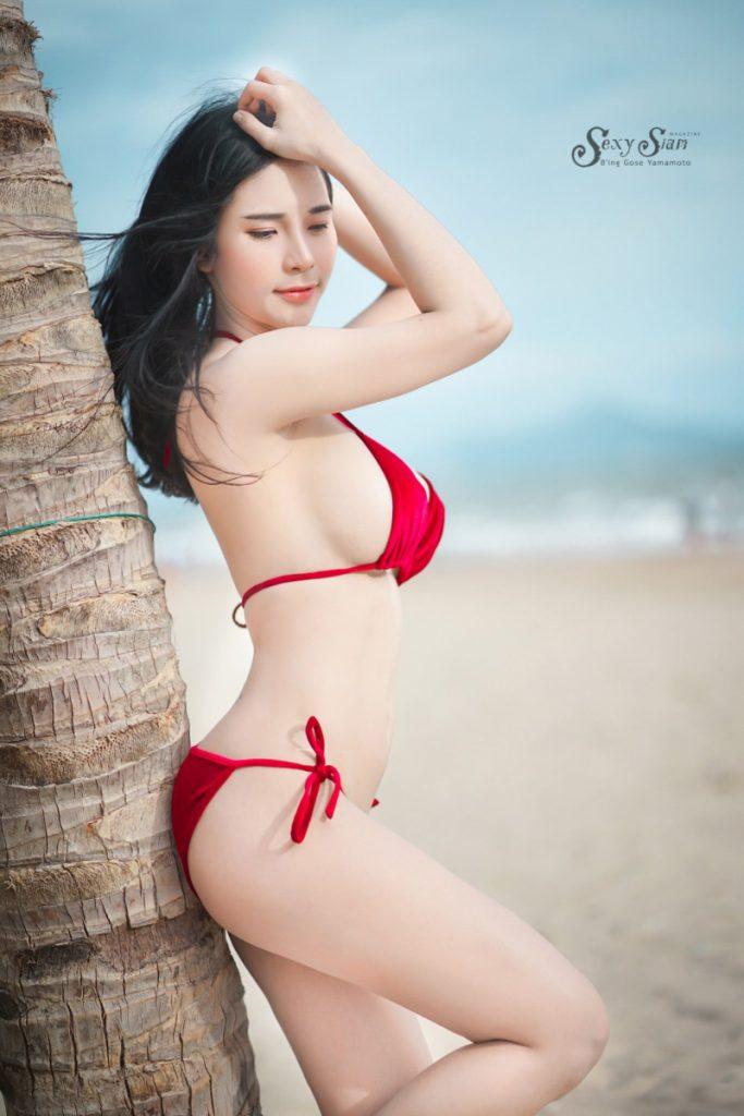 ชุดบิกินี่แดง เซ็กซี่ทะเลเดือด เวลาเธอเวลาโดนน้ำทะเลช่างขาวใส