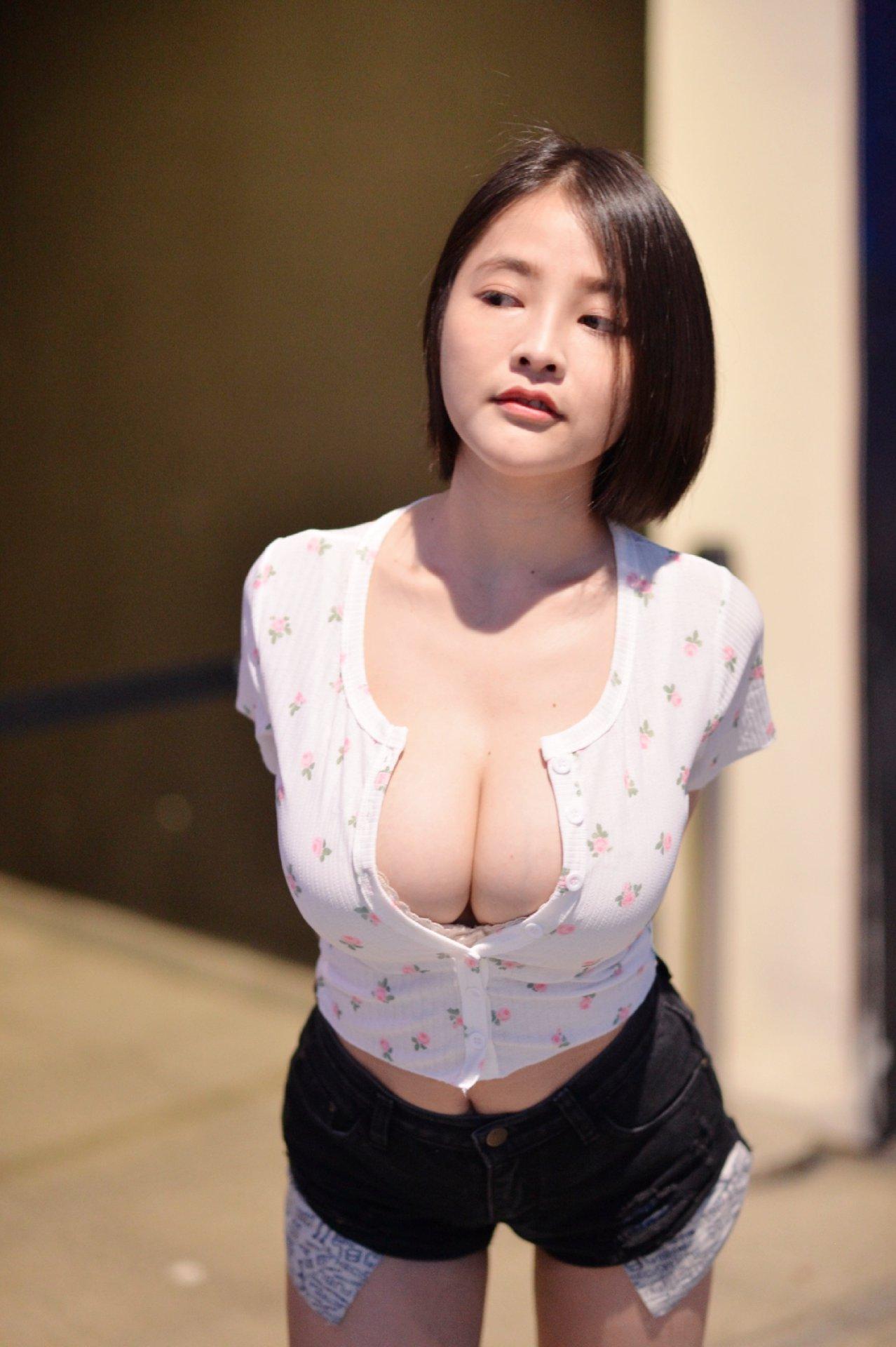 Nui Nui Milkoo สาวสวยเซ็กซี่ นมใหญ่ เหมือนลูกแตงโม รูปร่างสุดเอ็กซ์ เซ็กซี่ xx