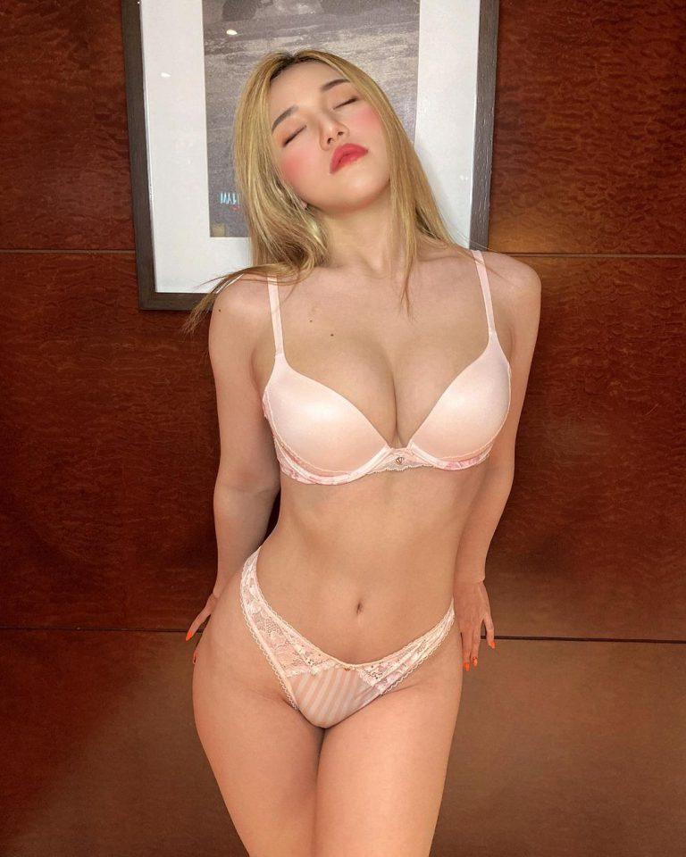 Siew Pui Yi สาวเซ็กซี่ ขาว เนียน น่ารัก รูปเซ็กซี่ ของเธอรับรองว่าไม่ผิดหวัง
