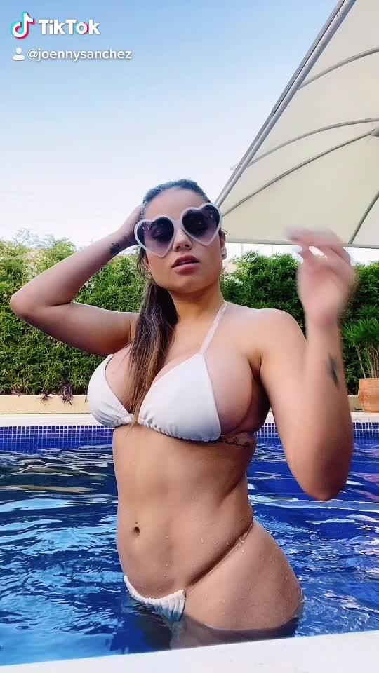 Tiktok : Joennyssanchez สาวฝรั่งเซ็กซี่ สาวสวย ฝรั่งเซ็กซี่ มากับชุดบิกินี่เล่นน้ำโชว์ความเซ็กซี่ ความน่ารัก