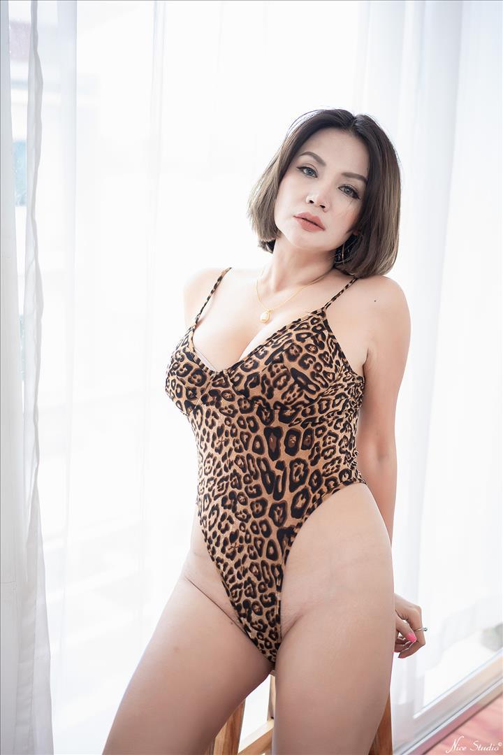 สาวสวยสาวใหญ่ เซ็กซี่ โชว์นม